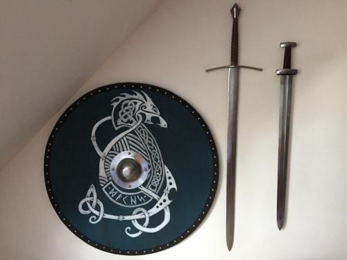 Fertiges Schild + Schwerter